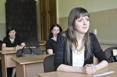У Чернівцях перевіряли, як майбутні держслужбовці володіють українською мовою (ФОТО)