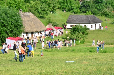 У Чернівцях удев'яте відгудів етно-фестиваль «Обнова-фест» (ФОТО)