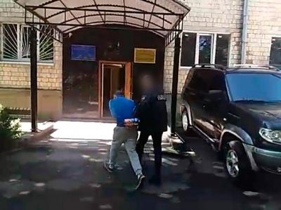 Черновчанин, начитавшись интернета, начал продавать наркотики и заниматься рэкетом