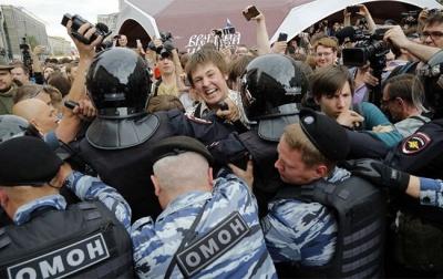 У Москві та Санкт-Петербурзі на акціях протесту затримали вже понад 1500 осіб
