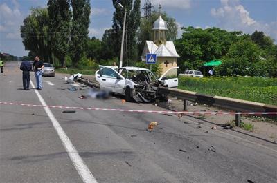 У поліції Буковини повідомили офіційну версію моторошної ДТП, в якій загинули троє осіб