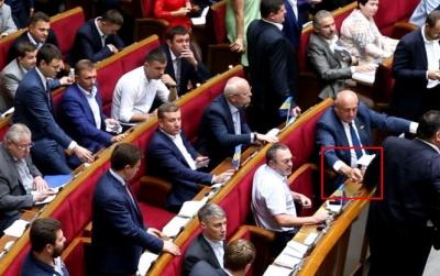 Депутатов поймали на массовом кнопкодавстве - видео
