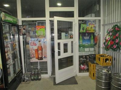 У Чернівцях поліція затримала чоловіка, який вкрав з магазину тисячу гривень і спиртні напої
