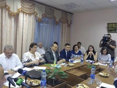 """Делегації двох частини Буковини домовляються про потяг """"Чернівці-Сучава"""""""