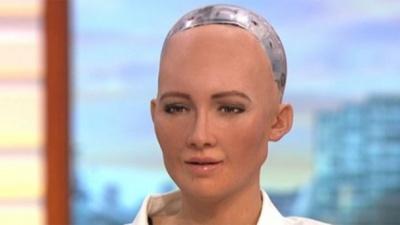 Человекоподобный робот дала интервью в утреннем шоу: курьезное видео