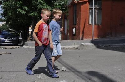Вулицю Хмельницького у Чернівцях поки нікому ремонтувати (ФОТО)