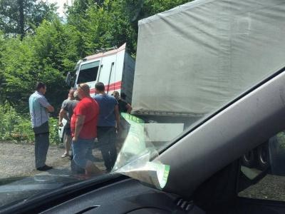 У Чернівецькій області фура злетіла із траси - постраждалих немає