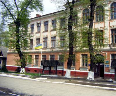 На Буковине суд оправдал заместителя директора техникума, который незаконно выплачивал премии себе и коллегам