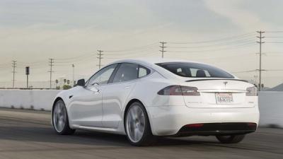 Електромобіль Tesla встановив рекорд поїздки без підзарядки