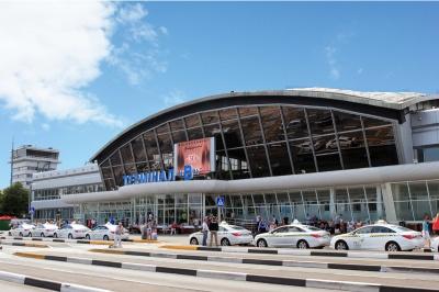 В аеропорту Бориспіль пасажири заблокували пункти прикордонного контролю