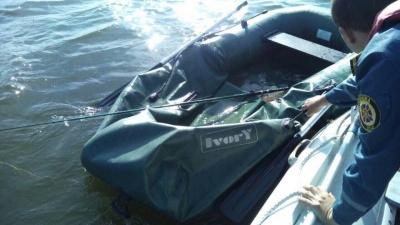 На Дністрі сильний вітер перекинув човен - рибалка мало не потонув