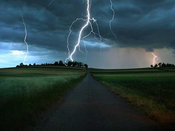 Внаслідок удару блискавки наЧеркащині загинули троє людей