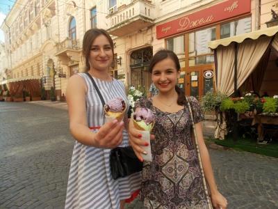 Фахівці радять чернівчанам, яке морозиво краще вживати