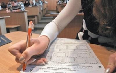 Старт додаткової сесії ЗНО: 16 буковинців складають тестування з української мови й літератури