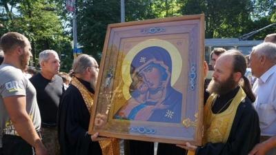 Чудотворну ікону привезли в монастир у Чернівці