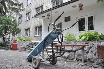 У Чернівцях 40 працівників гуртожитків ЧНУ протестували проти неоплачуваних відпусток