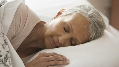 Чому у літніх людей неспокійний сон: відповідь вчених