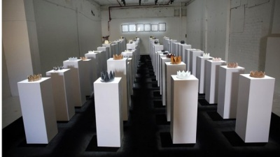 Дівчина розбила експонати на 200 тисяч доларів, коли робила селфі: відео