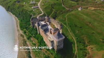 ЧНУ та Хотинська фортеця потрапили до рейтингу архітектурних див України за версією «1+1»