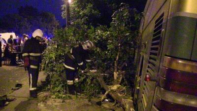 Рятувальники оприлюднили відео з місця трагічного ДТП у Чернівцях (ВІДЕО)