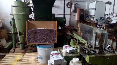 Виготовляли горілку й цигарки. На Буковині прикордонники виявили підпільний цех з виробництва контрафактних товарів