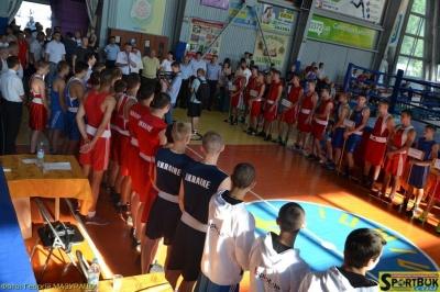 До Чернівців на чемпіонат приїхали найкращі юні боксери з усієї України