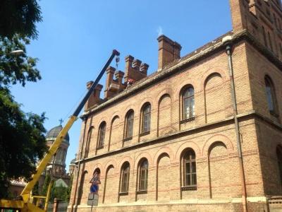 У Чернівцях реставрують дахове покриття головного корпусу ЧНУ