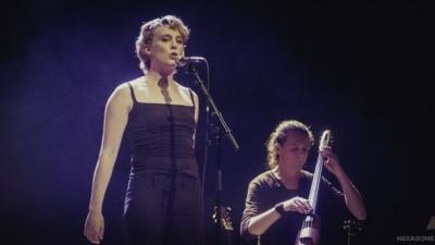Французька співачка померла на сцені просто під час свого концерту