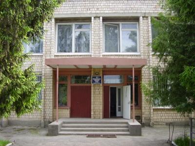 Курив у залі суду і голосно лаявся. У Чернівецькій області арештували чоловіка через погрози правоохоронцям