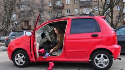 Небезпека за кермом: що не можна взувати водію, – результати експерименту