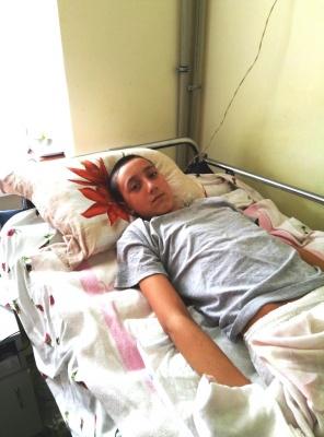 На Буковині юнак впав з дерева і отримав травму хребта - на лікування потрібні чималі кошти