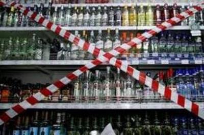 На Буковині за торгівлю паленим алкоголем та низькі ціни у підприємців відібрали сотні ліцензій