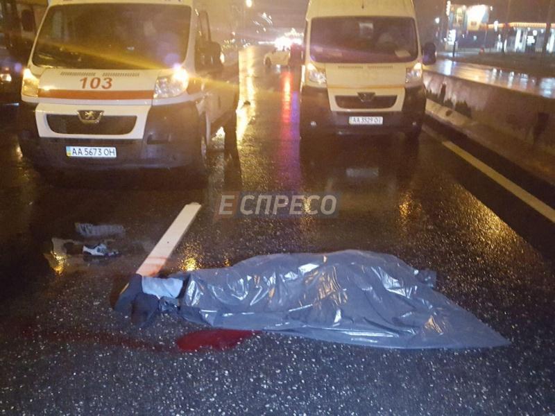 УКиєві легковий автомобіль збив водія тролейбуса