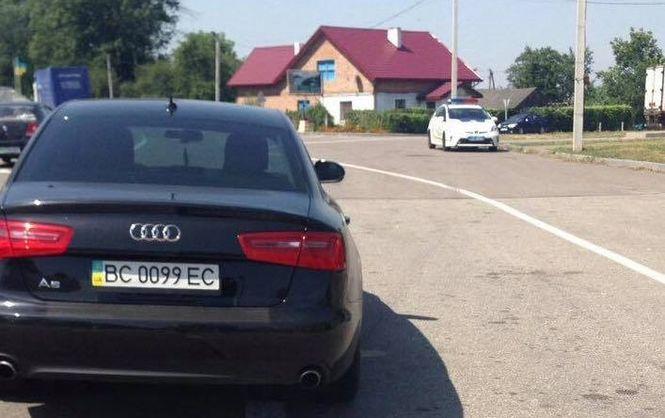 НаЛьвівщині поліцейські затримали нардепа, який керував автівкою напідпитку— активісти