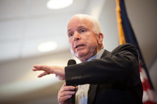 США давно мали надати Україні летальну зброю— Маккейн