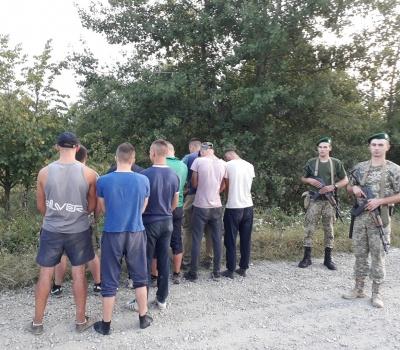 На Буковині прикордонники затримували порушників пострілами