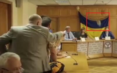 У голову Нацкомісії з комунальних послуг кинули черевиком (ВІДЕО)