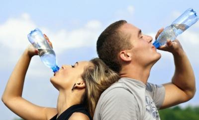 «Пити потрібно 2,5-3 літри рідини на день»: чернівецький лікар порадив, як уберегтися від спеки