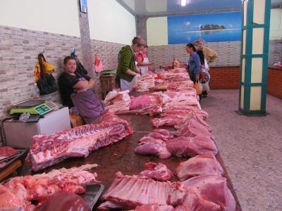 Чернівецькі продавці м'яса показали, де зберігають свіжину в умовах спеки