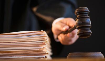Спійманого на хабарі $1000 поліцейського з Донеччини засудили до штрафу у 850 грн
