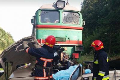 Ужасная авария на Прикарпатье: «Жигули» попали под поезд, погибли 4 человека