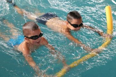 Могут проплыть на спине или на груди 25 метров. За два месяца черновицкие школьники научились плавать (ФОТО)