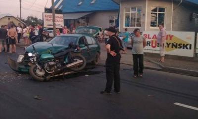 Вблизи Черновцов произошло еще одно ДТП: столкнулись мотоцикл и легковой автомобиль (ФОТО)