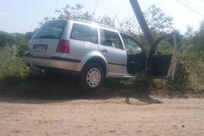 В Черновцах «Фольксваген» врезался в столб. Водитель хотел скрыться с места ДТП, - очевидец