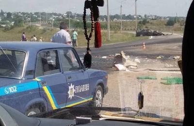 У Чернівцях на об'їзній дорозі «бус» зіткнувся з легковиком: двох осіб госпіталізували