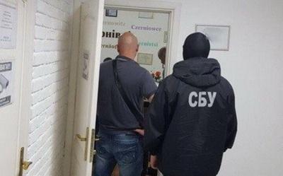 Суд продовжив запобіжний захід чиновниці Чернівецької міськради, яку затримали на хабарі