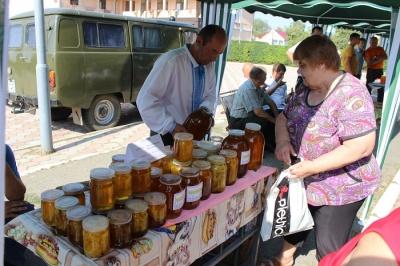 В райцентре Буковины провели Праздник меда (ФОТО)