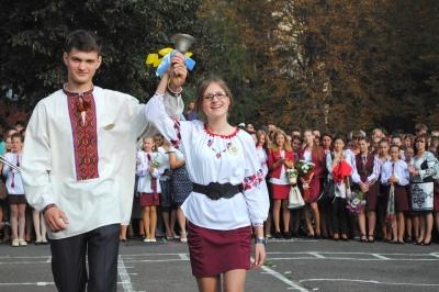 В Черновцах чиновникам и депутатам хотят запретить выступать в школах на праздничных линейках