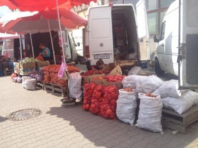 Помідори - по десять, перець - по 20: на ринках Чернівців зросли ціни на овочі