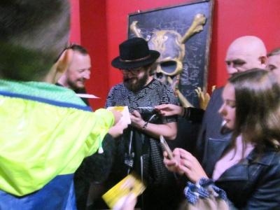 У Чернівцях співака Дзідзя запитали, коли він поголить свою бороду
